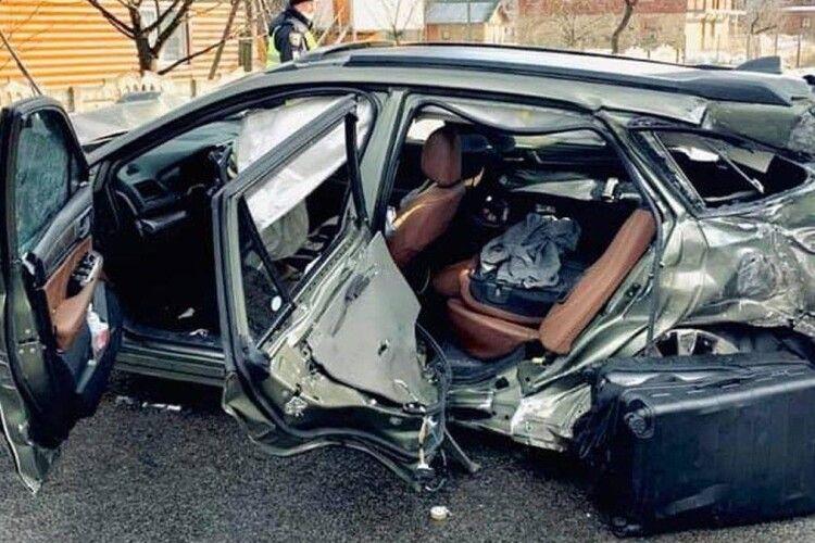 Жінку на тротуарі на смерть знесла автівка, яка потрапила у ДТП (Фото)