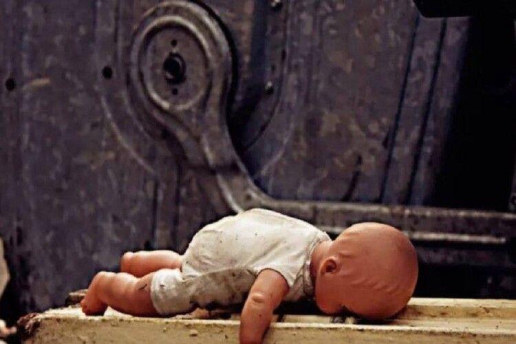 На Волині продовжать тримати під вартою прикордонницю, яка вбила і закопала свою новонароджену дитину