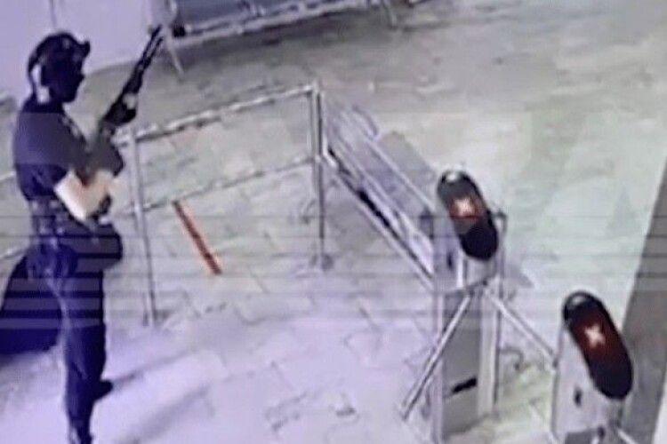 Стрілок, що вбив 8 людей в Пермському університеті, прийшов до тями
