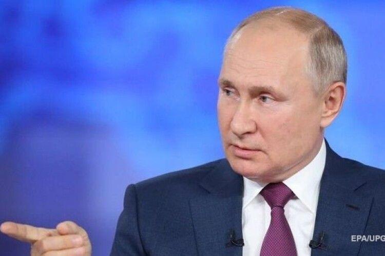 Путін заборонив зрівнювати роль СРСР і Німеччини у війні