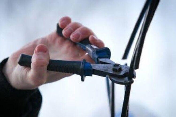 На Волині чоловік викрав 600 метрів кабелю у своєму селі