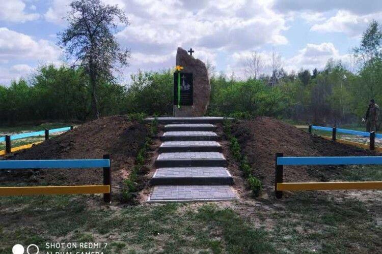 До Дня Пам'яті мешканці Любешівського району навели лад на місці загибелі 62 односельців хутора Окуріка