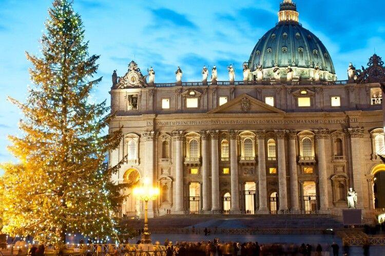 Цього року Різдвяна літургія під проводом Папи Римського завершиться до комендантської години (Відео)