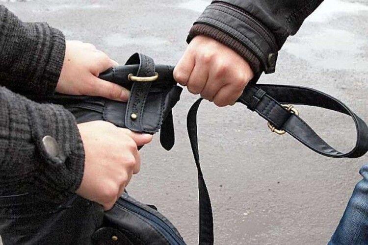 На Волині чоловік пограбував школяра: його судили