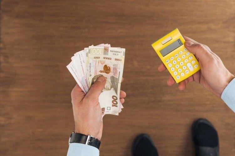 МОЗ хоче прив'язати зарплату медиків до прожиткового мінімуму