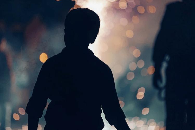 Мати покинула шестирічного сина на зупинці і пішла додому (Фото)