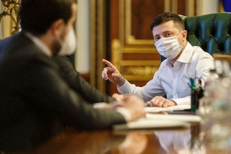 «Не пробачила б родина»: чому Президент України передумав заражатись… коронавірусом