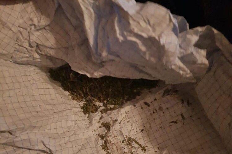 У волинянина виявили шприци і речовини, схожі на наркотичні (Фото)