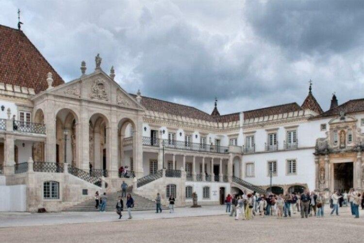 Португалія закриває усі школи та університети на 15 днів