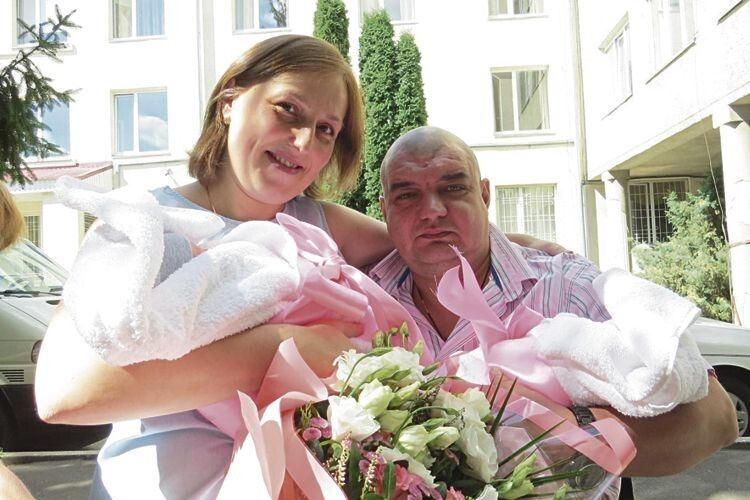 Чекали дітей сім років: у луцького інваліда-візочника народилися донечки-двійнята