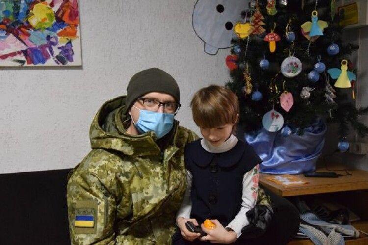 Прикордонники Луцького загону передали «миколайчики» дітям з особливими потребами (Фото)