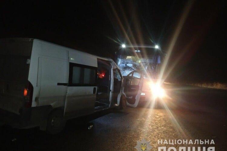 Розбився автобус із пасажирами: перші деталі ДТП та фото