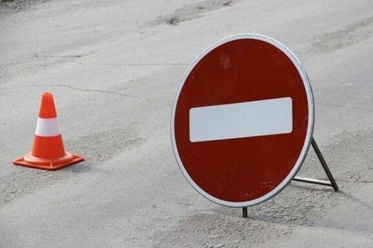 Біля волинського села перекриють дорогу