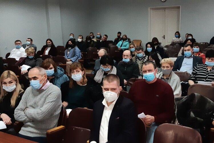 У місті на Волині відбулася перша сесія: меру та депутатам вручили посвідчення