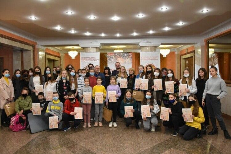 19 000 лучан взяли участь у конкурсі з розписування писанок (Фото)