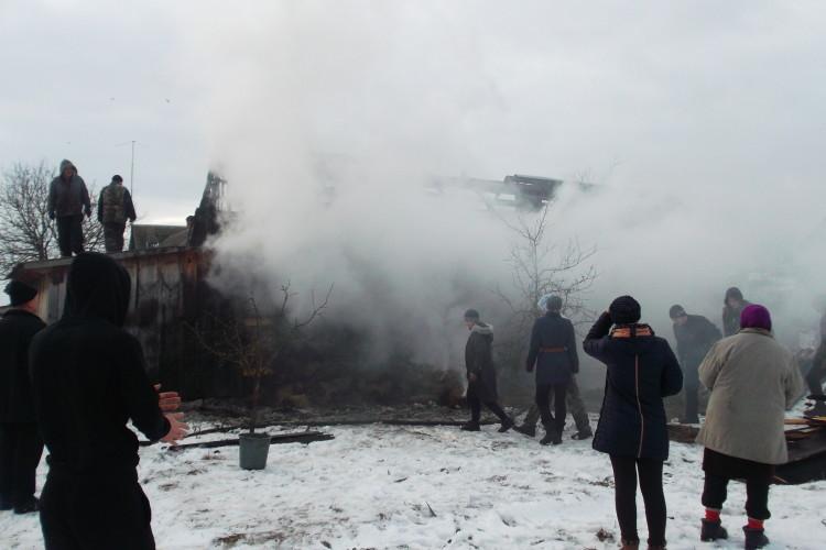 На Рівненщині хлів із сіном спалахнув, як сірникова коробка (Фото)