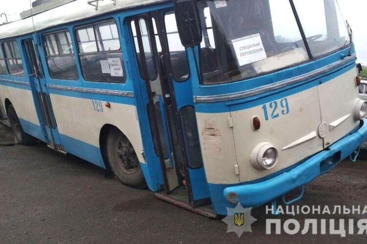 У Рівному недосвідчена водійка тролейбуса спричинила масштабну аварію (Фото)
