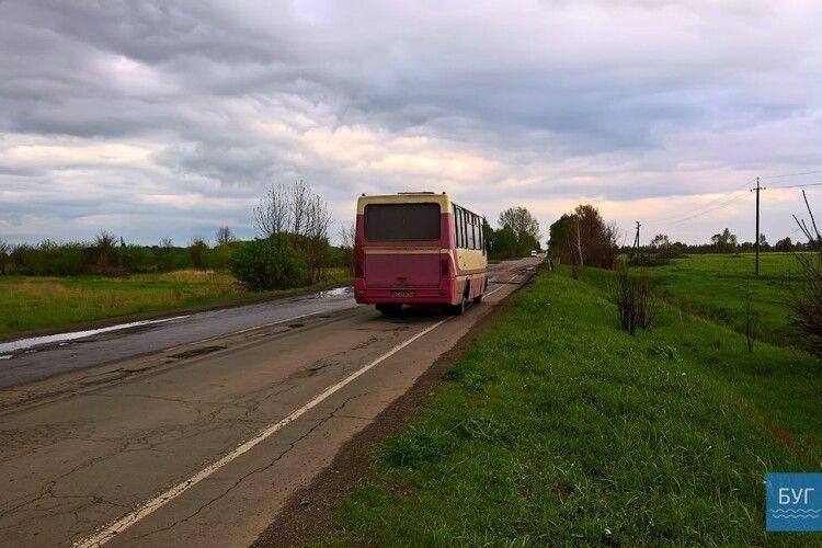 Водія автобуса, який кермував без маски, звільнив від штрафу Володимир-Волинський суд
