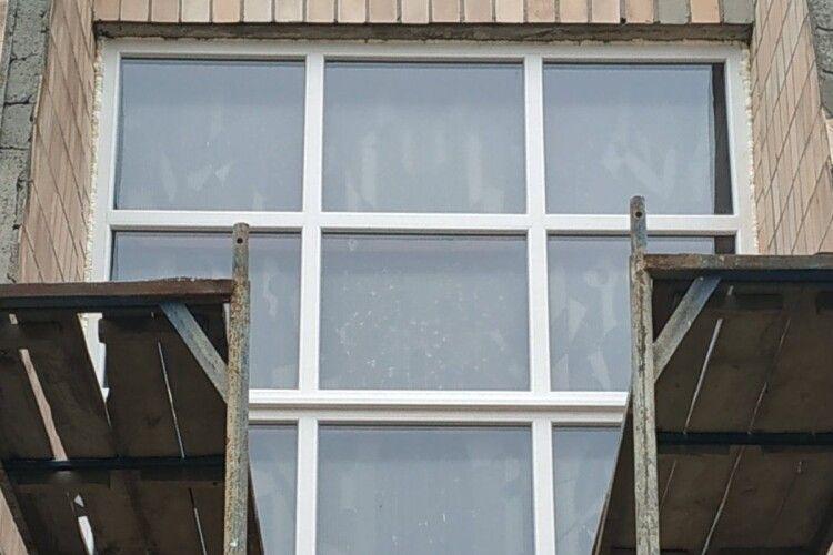 У відділенні «швидкої допомоги» нові вікна та двері (Фото)