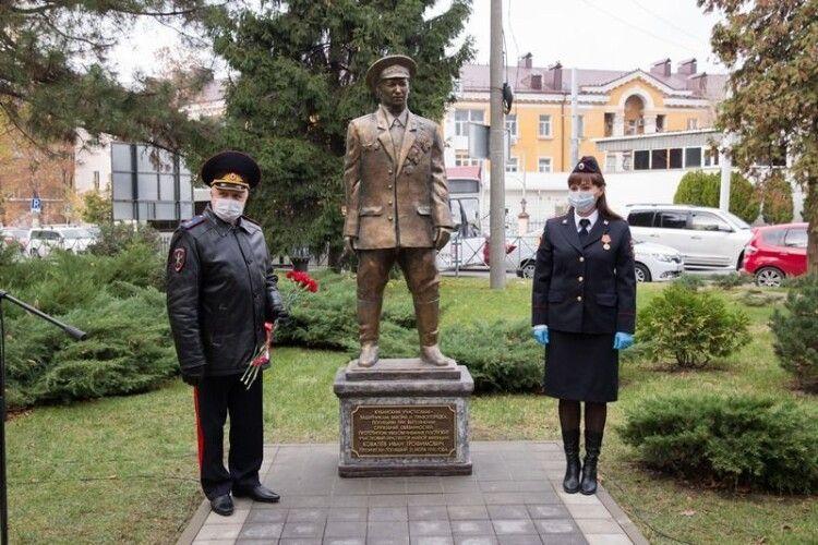 Мережі розвеселило фото пам'ятника міліціонерам в Росії