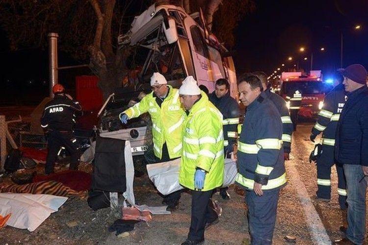У Туреччині розбився туристичний автобус – загинули 11 людей