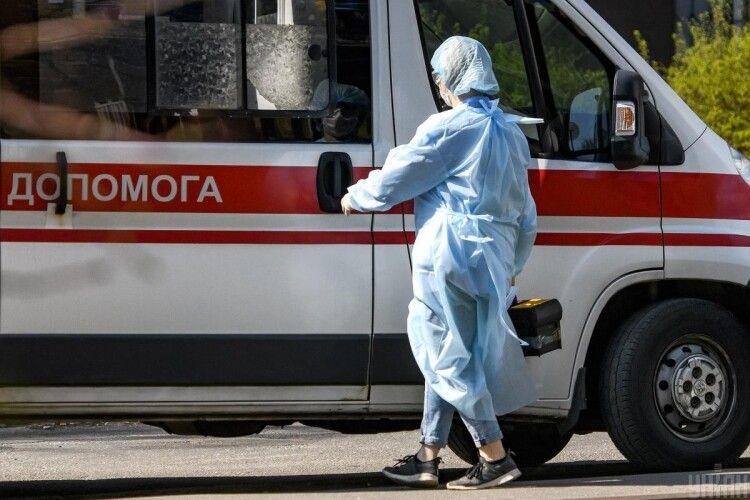 Сусіди «здали» поліції хворого на коронавірус чоловіка, який гуляв містом