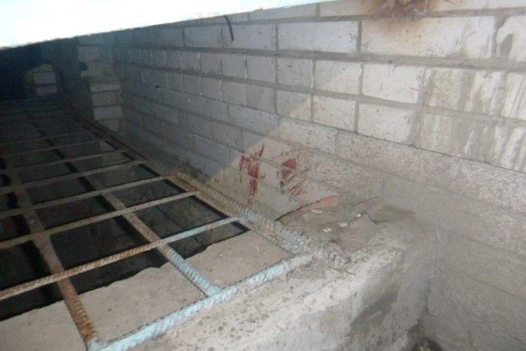 Луцького безхатька знайшли мертвим у підвалі «малосімейки», в якій він колись жив