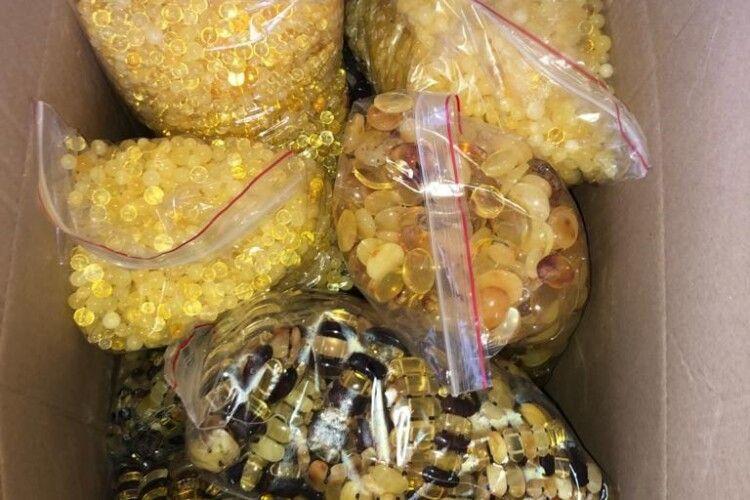 Четверо жителів Рівненщини налагодили підпільне виробництво коштовностей і експорт їх за кордон