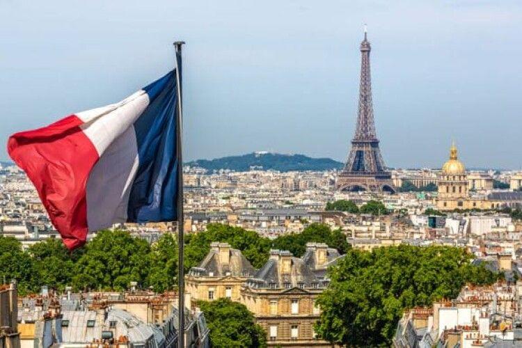 Франція надасть громадянство двом тисячам іноземців, які виявили героїзм у боротьбі з коронавірусом
