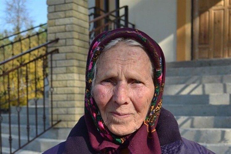 У 95літ бабця Наталка допомагає бити Путіна
