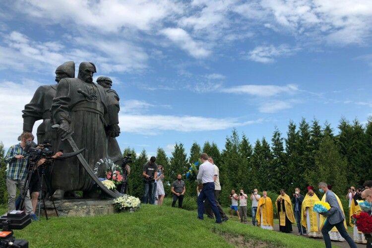 На Рівненщині вшанували героїв Берестецької битви. Через пандемію урочистості обмежили (Фото)