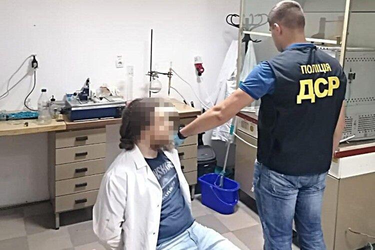 Завідувач університетської лабораторії варив метадон просто у навчальному корпусі (Фото)