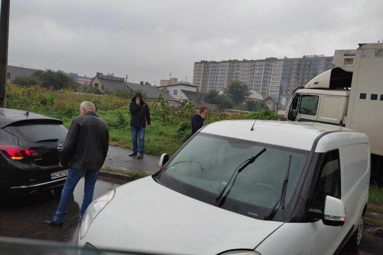 У Луцьку дві ДТП одночасно: на місці військові та поліція (Фото)