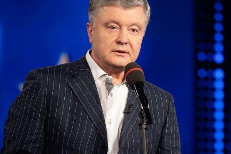 Ще у 2015 році ми запровадили санкції проти 400 осіб і 90 компаній за окупацію Криму – Порошенко