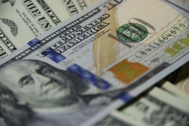 У квітні українці продали найбільше за чотири роки валюти