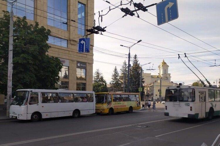 Усі тролейбуси і маршрутки Луцька вийшли на лінії, – радник мера
