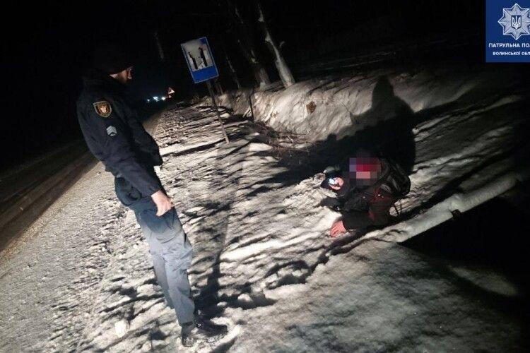 Патрульні врятували двох волинян, які замерзали в снігові (Фото)