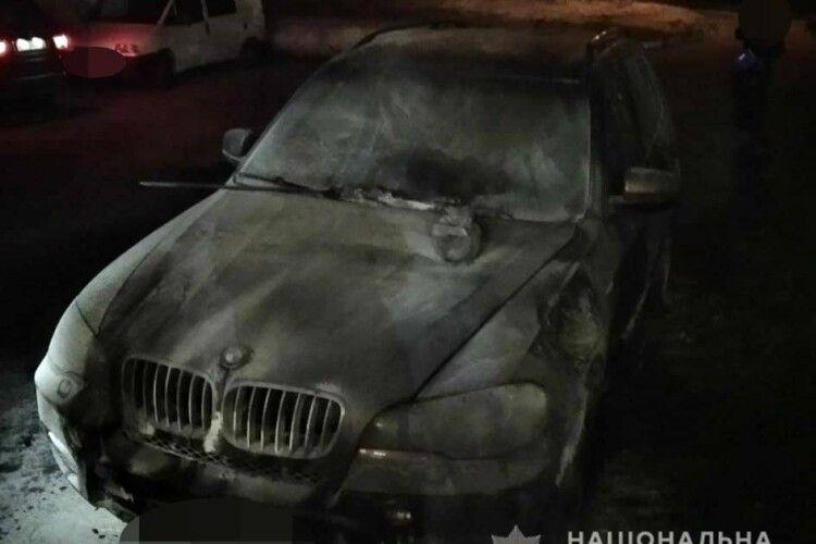 У Луцьку палав «BMW-X5»: поліція з'ясовує обставини займання