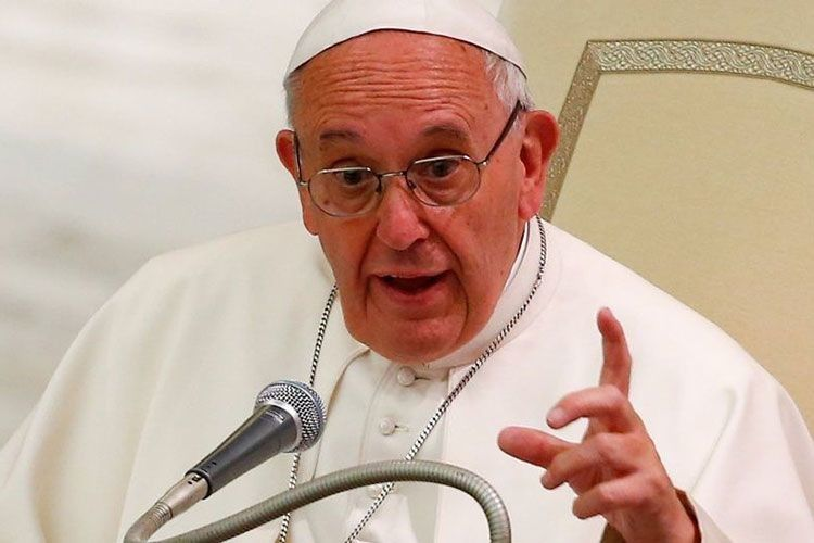 Папа знайшов символ брехливої журналістики — біблійного змія–спокусника