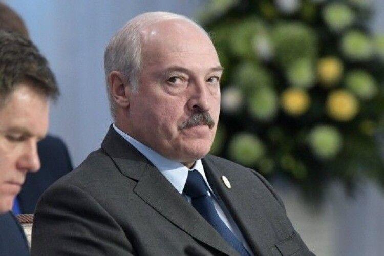 Лукашенко заговорив про військову загрозу: половину армії привели в бойову готовність