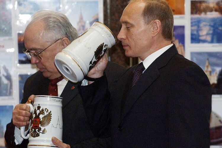 Рейтинг Путіна продовжує знижуватися, незважаючи на маніпуляції з опитуваннями