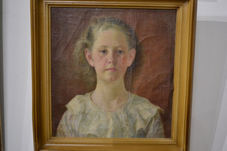 Портрет Оленки, дочки художника. Близько 1910-го.