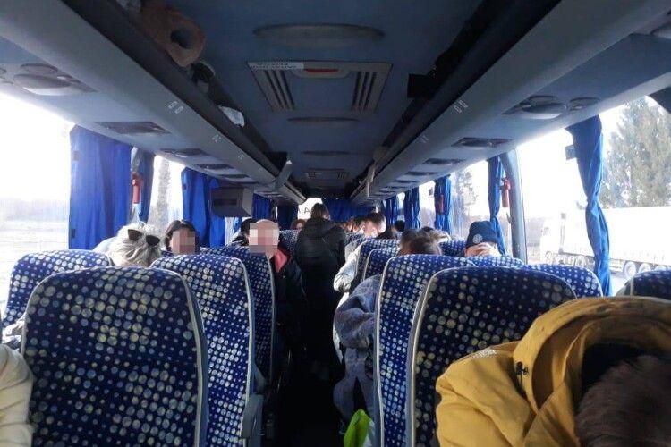 На Волині затримали автобус з підробленими ПЛР-тестами (Фото)