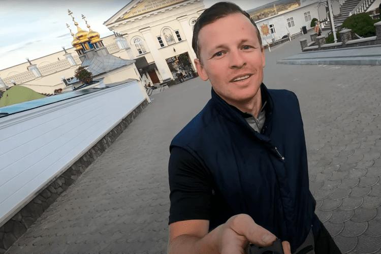 У лаврі, де моляться за Путіна, відмовили у молитві за подорожуючого волинянина (Відео)