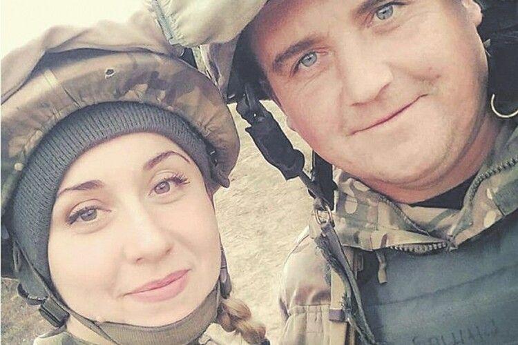 Історія подружжя з передової:«Ти стріляв із кулемета,  я набої подавала...» (Фото)