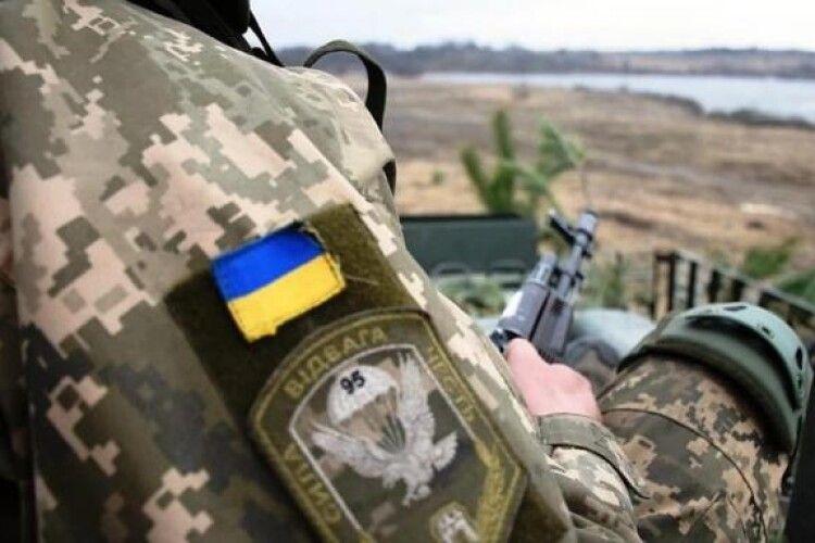 Російські окупанти сьогодні вже двічі відкривали вогонь: один український захисник отримав поранення