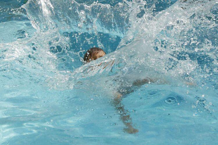 У Рівному чоловік втопився в басейні приватної лазні