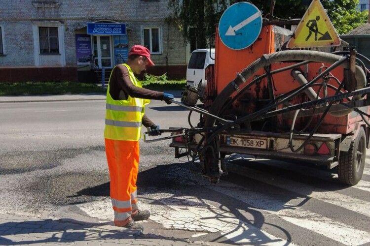 У Нововолинську капітально відремонтують чотири вулиці, на інших – залатають ямки (Відео)