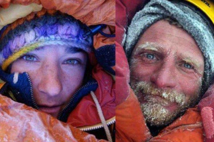 Врятовано одну з двох альпіністів, які застрягли на висоті 7 тисяч метрів