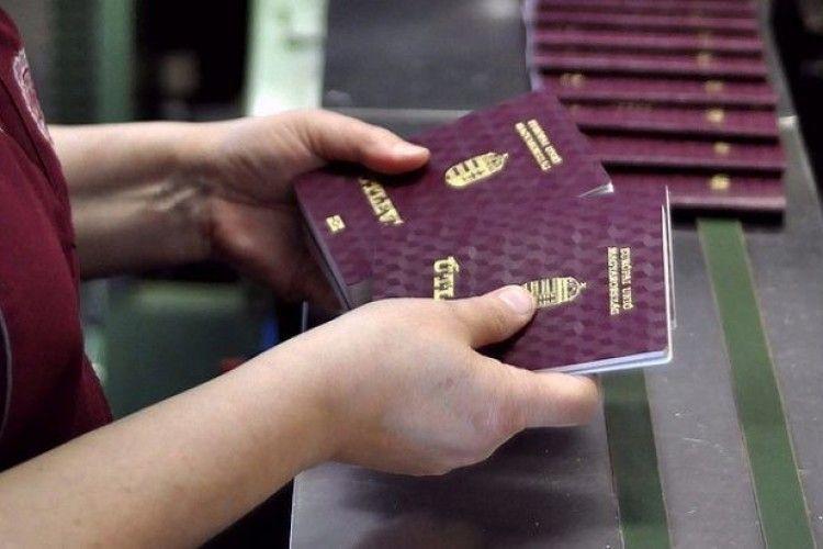 Сайт «Миротворець» розширив до 500 прізвищ список українських громадян, які мають угорські паспорти